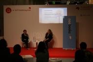 Jennie im Gespräch mit Violet Truelove auf der Self-Publishing-Bühne